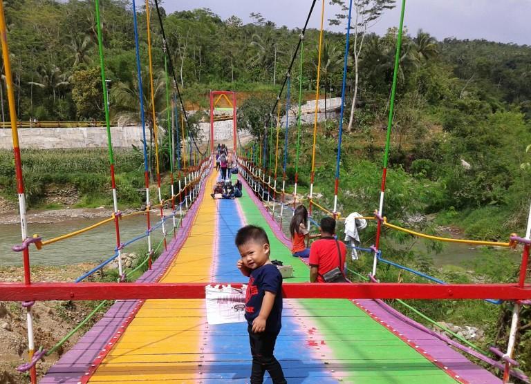 Jembatan Pelangi Dusun Sumingkir, Kecamatan Rembang